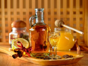 Zobacz jak przyrządzić rozgrzewającą i aromatyczną miodówkę!