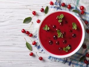 Zupa czereśniowa z cytryną i goździkami - przepis
