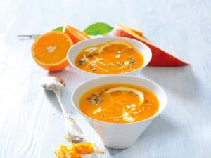 Zupa dyniowa z sokiem pomarańczowym
