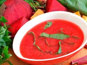 Zupa z botwinki - wiosna na stole