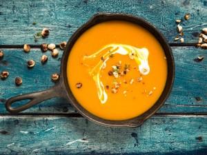 Zupa z dyni: 16 smakowitych pomysłów na dyniową