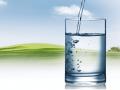 Jaką wodę należy pić podczas upałów?