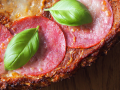 Zdrowa pizza na spodzie z kalafiora - Kasia gotuje z Polki.pl