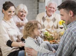 """""""1 i 2 listopada to czas na wyciągnięcie starych zdjęć, rodzinne spotkanie przy grobach przodków, powspominanie przy wspólnej kolacji"""""""