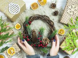 5 pomysłów na wieńce adwentowe, które szybko pomogą ci wejść w świąteczny nastrój