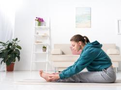 8 ćwiczeń, które przynoszą ulgę w rwie kulszowej. Kiedy i jak je wykonywać?