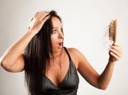 ABC wypadania włosów – przyczyny, leczenie, pomocne <b>zabiegi</b>