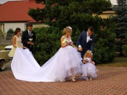 Asymetryczna Księżniczka - Suknia Ślubna + Tren i Dodatki