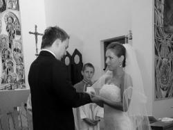 atrakcyjna koronkowa suknia ślubna