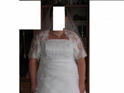 Bajeczna, biała, piękna suknia ślubna.