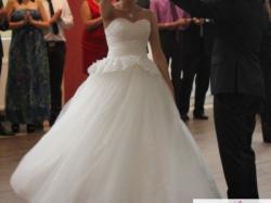 Bajkowa suknia ślubna z modną baskinką! HIT!