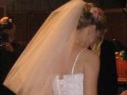 bardzo delikatna suknia ślubna