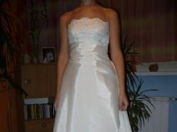 Bardzo elegancka a zarazem skromna suknia ślubna.Przepiękna