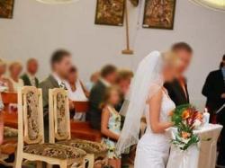 bardzo kobieca suknia ślubna dla drobnej