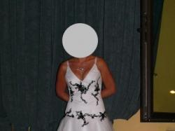 bardzo oryginalna suknia ślubna dla odważnej panny młodej