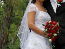 Biała, drapowana suknia ślubna z kryształkami Svarowskiego
