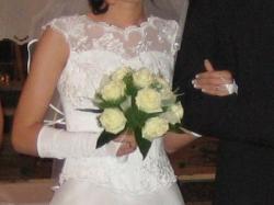 biała dwuczęściowa suknia