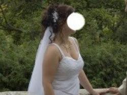 Biała dwuczęściowa  suknia ślubna z dodatkami
