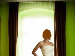 Biała dziewczęca suknia za jedyne 1000 zł