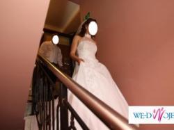 Biała jednoczęściowa suknia