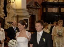 Biała, koronkowa suknia z koronkowym bolerkiem, litera A