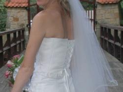 Biała rybka suknia ślubna
