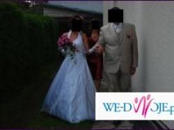 Biała satynowa suknia ślubna