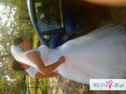 Biała, skrona suknia ślubna
