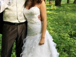 Biała śliczna suknia ślubna