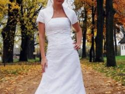 biała subtelna suknia sposabella koronka dla drobnej