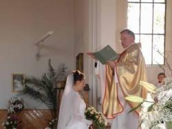 Biała suknia ślubna firmy BORBELLO