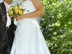 Biała suknia ślubna używana tylko raz
