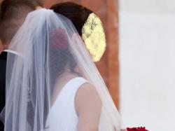 Biała suknia ślubna z koronką