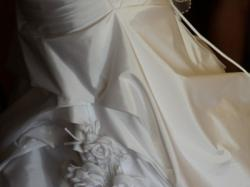 Biała suknia ślubna z kwiatuszkami