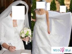 biala suknia ślubna z trenem