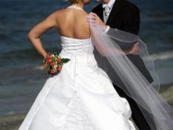 Biała suknia ślubna z trenem