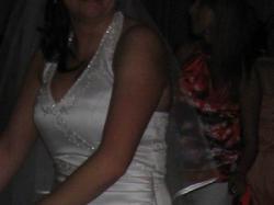biała suknia z francuskim haftem