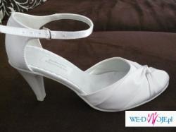 Białe atłasowe buty ślubne