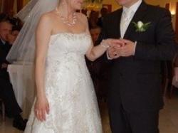 Błyszcząca suknia ślubna