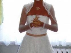 Błyszcząca suknia ślubna za 690 zł