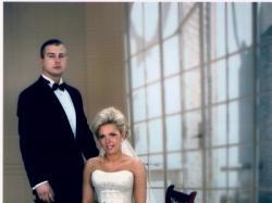 Bogato zdobiona suknia ślubna z kolekcji Allure Bridals model 8362.