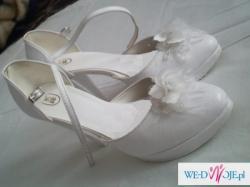 Buty ślubne na platformie
