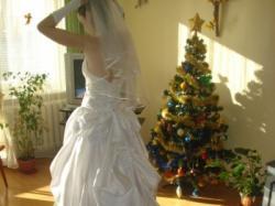 Całkowicie nowa suknia ślubna
