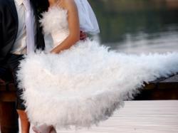 Cudna suknia ślubna firmy Adria z kryształkami Svarovskiego rozmiar 36