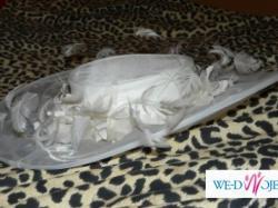 Cudny kapelusz ślubny