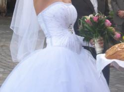 Cudowna suknia księżniczka z kryształami- hit sezonu