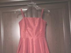 Czerwona sukienka z satyny na wesele, bombka