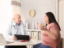 Czy lekarz ma prawo odmówić badania otyłej pacjentce? Jak otyłość wpływa na ciążę i poród?