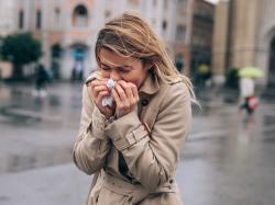 Czy to prawda, że przeziębienie zawsze trwa tydzień, a przeziębiamy się z zimna? Zapytałyśmy lekarza!