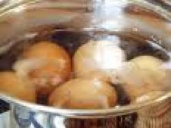 Czy wiesz jak zrobić jaja na twardo z dodatkiem krewetek?